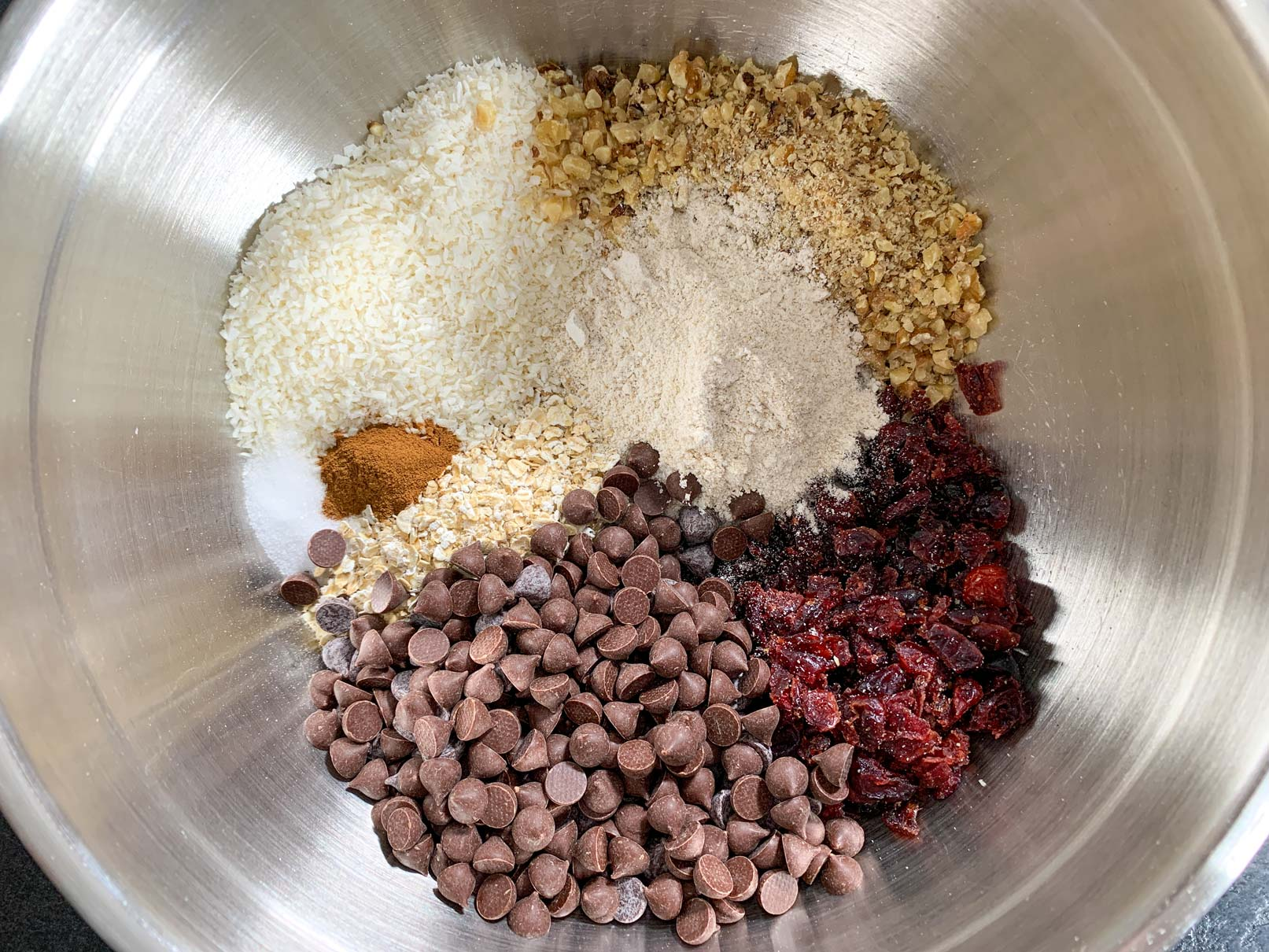 All the dry ingredients in a bowl